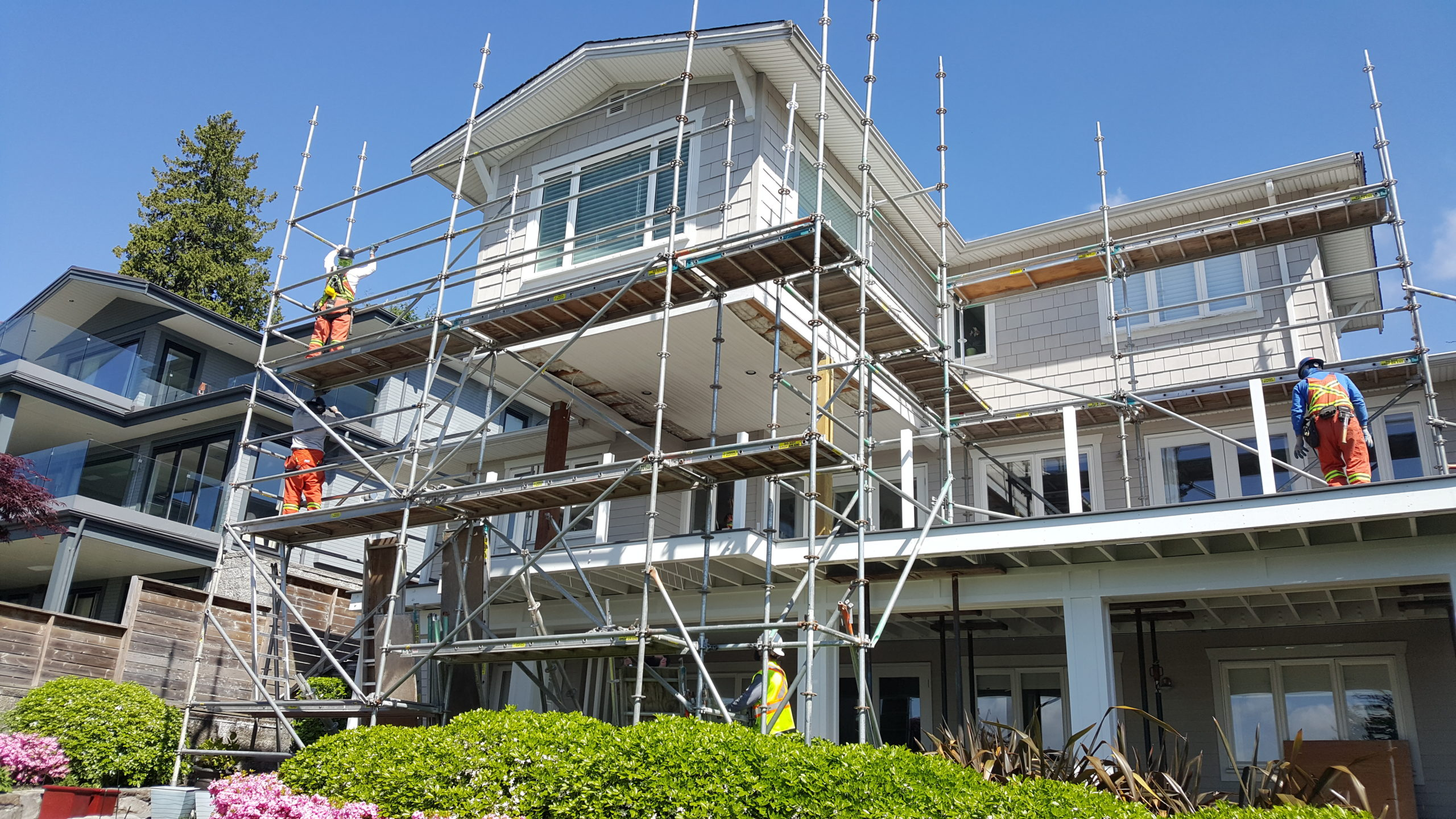 Scaffold Installers setting up scaffolding